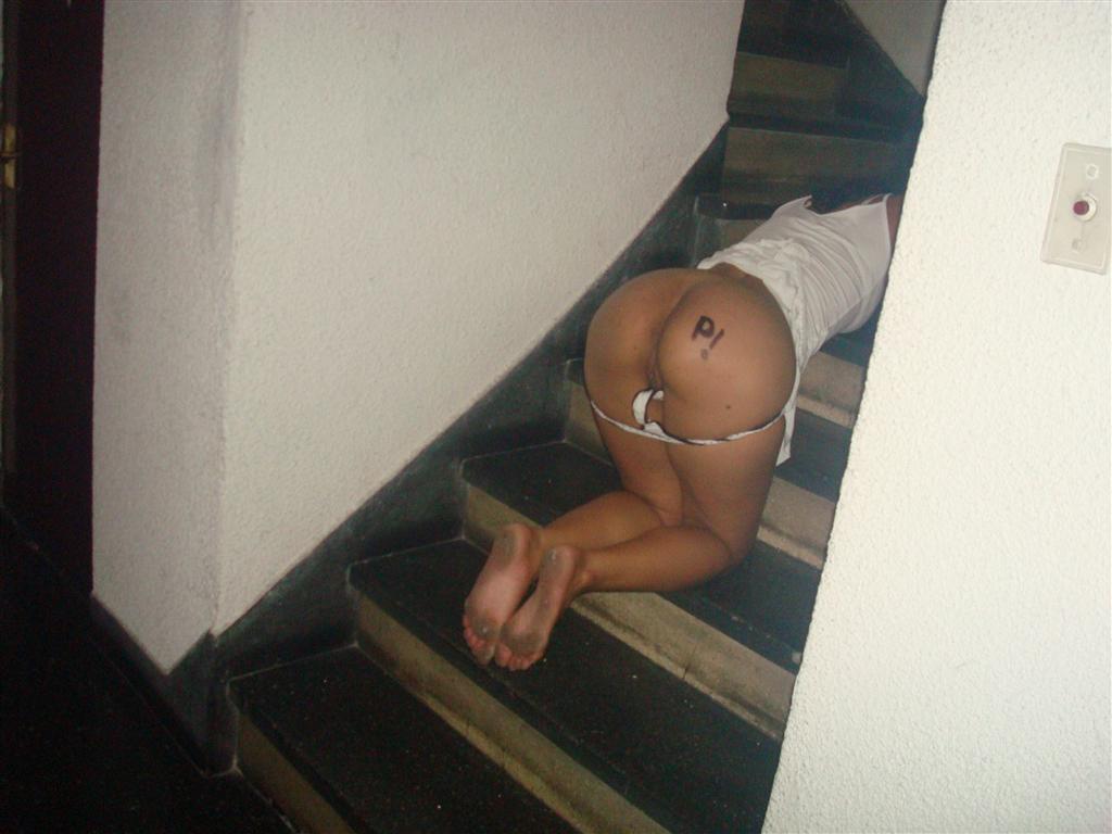 Lean se desnuda en el ascensor