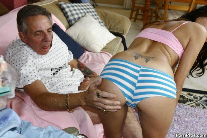 v9xw28m9k31r Jovencita   Cuidando dos Ancianos en Asilo y uno de ellos la Convence para Cogersela